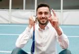 Adam Kszczot jest w dobrym humorze. Jaki medal zdobędzie podczas mistrzostw Polski?