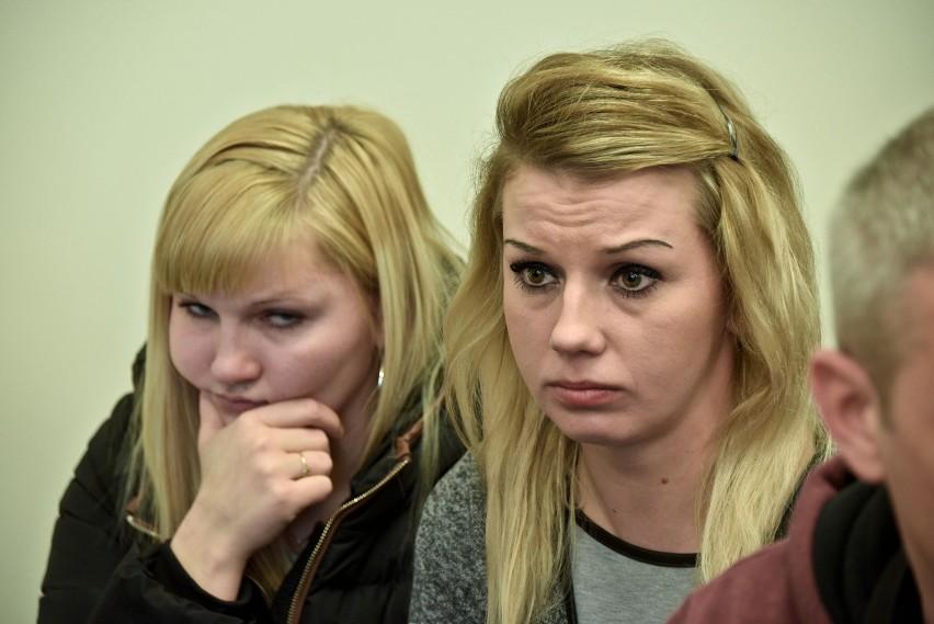 Siostry Agnieszki Michniewicz z Sokółki podczas ogłaszania...