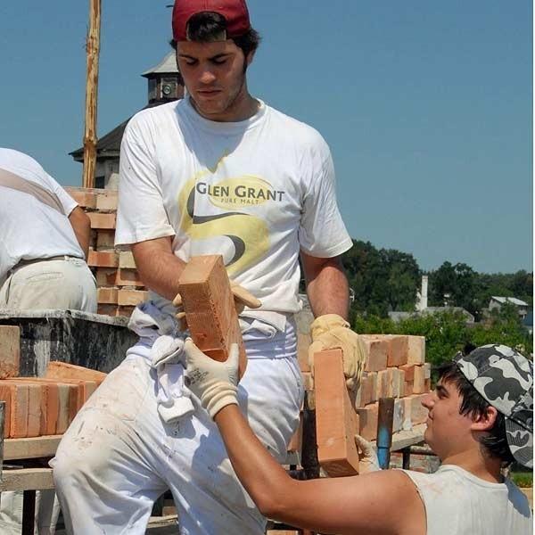Młodzi Hiszpanie do końca tygodnia będą pomagać przy budowie kościoła w Przemyślu.