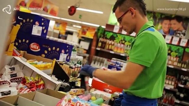 Wynagrodzenie obowiązujące w Biedronce od kwietnia br. będzie wyższe o blisko 22 proc. od aktualnej minimalnej pensji w kraju.