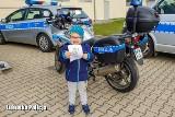 Jaś z Kożuchowa nie przestaje się uśmiechać. Cieszy się zwłaszcza w towarzystwie policjantów. Ale traci wzrok