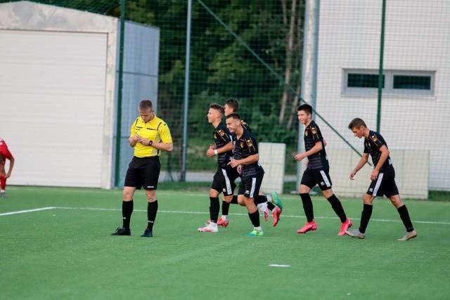 Jagiellonia Białystok po emocjonującym spotkaniu pokonała 3:2 Escolę Varsovia Warszawa w meczu 5. kolejki Centralnej Ligi Juniorów U-17.