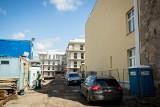 W Bydgoszczy powstaje nowe miniosiedle. Mieszkańcy sąsiedniej kamienicy mają zamurować okna?