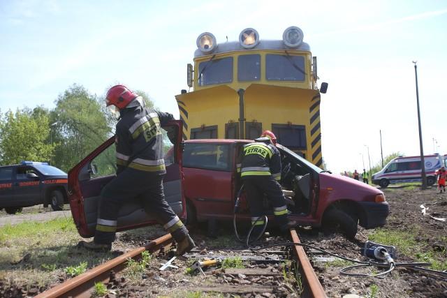W ubiegłym roku na przejazdach kolejowych w całej Polsce zginęły 32 osoby, mniej o 5 niż w 2019 roku. Ale to i tak o 32 osoby za dużo