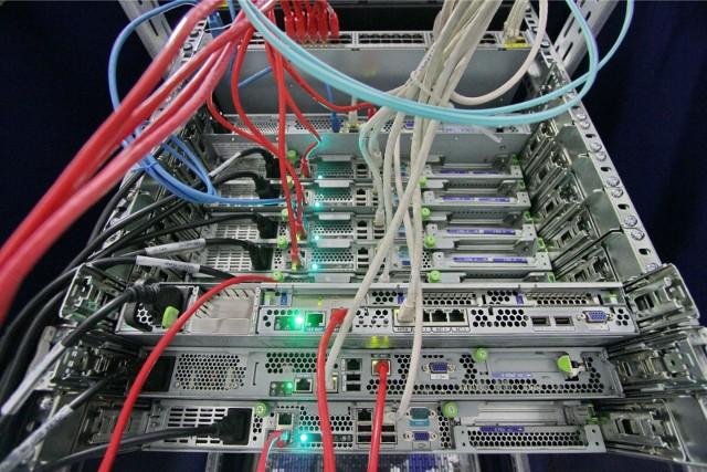 brak współpracy między zespołami ds. technologii informatycznych (IT) i operacyjnych (OT) stanowi kolejną barierę w kontekście bezpieczeństwa w przedsiębiorstwach, które chcą w pełni wykorzystać konwergencję IT/OT w celu zwiększenia korzyści biznesowych.