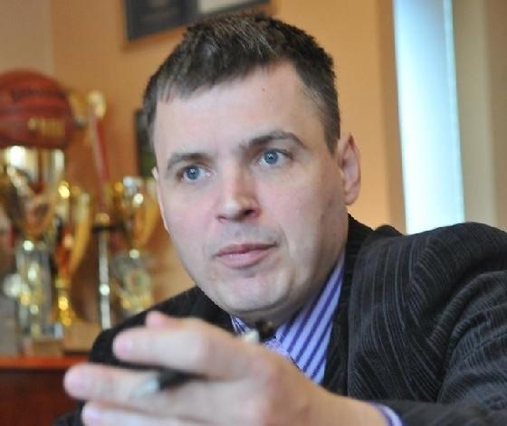 - PKS nie przynosi strat i zatrudnia kilkuset ludzi. Musimy wspierać zielonogórskie firmy - mówi prezydent Janusz Kubicki (fot. Paweł Janczaruk)