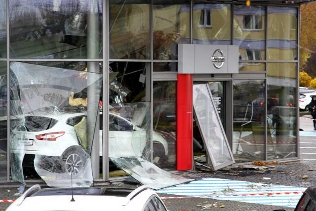 Dach salonu Nissana zawalił się jesienią 2016 r. W zdarzeniu nikt nie ucierpiał
