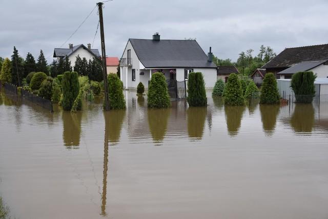 Jedna z zalanych posesji w Zabrniu