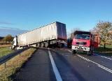 Poważny wypadek  kolo Świebodzina. Czołowo zderzyły się dwie ciężarówki i bus. Jedna osoba ranna [ZDJĘCIA]