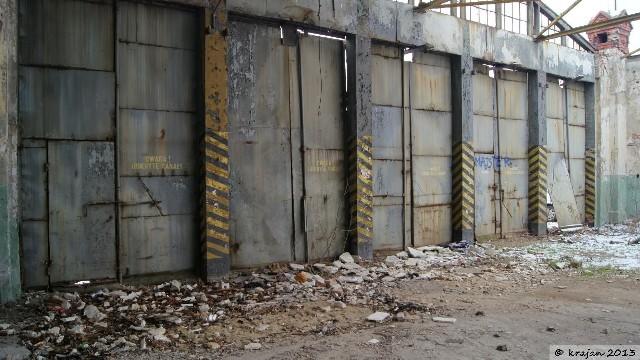 Podczas podróży po Bydgoszczy możemy zauważyć miejsca, które przyprawią nas o dreszcze. Zniszczone, gotowe do rozbiórki budynki, od lat stoją opuszczone i nikt o nie nie dba. Zapraszamy do obejrzenia galerii, dzięki której poznamy je od bliżej. Zdjęcia i informacje posiadamy dzięki uprzejmości Pawła Krajewskiego, właściciela strony opuszczonebydgoszcz.blogspot.com.FLESZ: Autostrady, bramki, systemy płatności - jak ominąć korki?