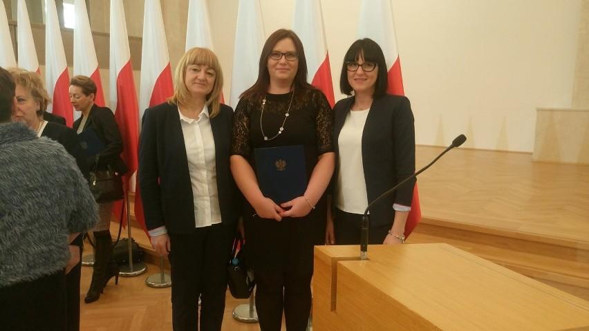 Pracownice OPS z Nowego Miasteczka w Warszawie odebrały nagrodę zespołową