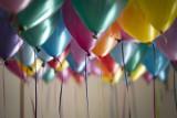 Życzenia na urodziny: śmieszne i krótkie wierszyk lub rymowanki urodzinowe. ŻYCZENIA SMS i na kartkę. Czego życzyć w Dniu Urodzin?