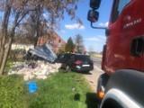 Wypadek na skrzyżowaniu w Lipce Wielkiej. Auto uderzyło w przystanek [ZDJĘCIA]