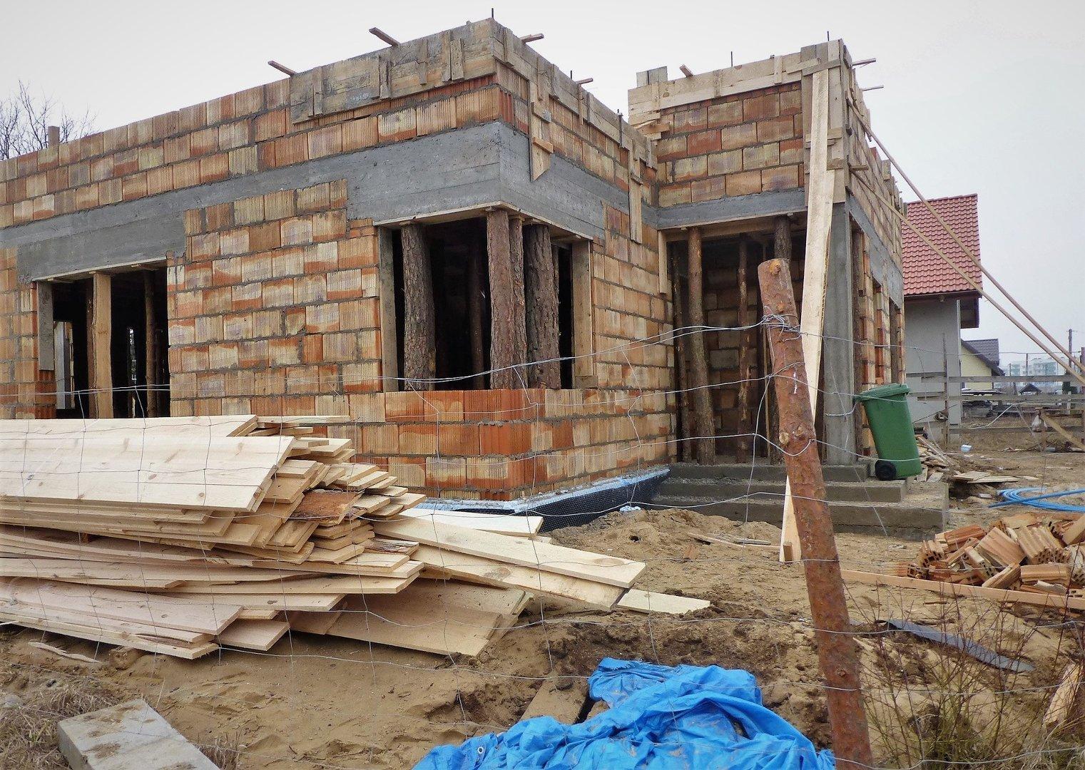 1448e46a46a415 Domy z poddaszem użytkowym są bardzo popularne. Warto sprawdzić, ile  kosztuje budowa takiego domu