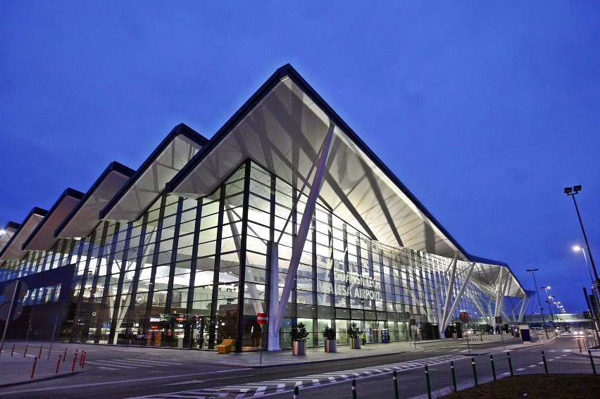 W nocy na gdańskim lotnisku awaryjnie lądował samolot