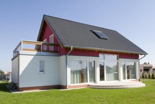 dom pasywnyW Polsce domy pasywne są mniej popularne niż u naszych zachodnich sąsiadów. Wynika to głównie z warunków ekonomicznych, mniej z warunków klimatycznych.