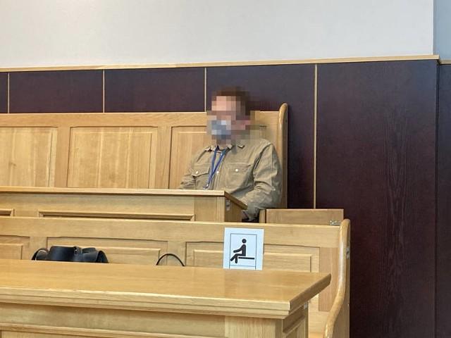 Błażej B., mąż zaginionej w 2016 r. Doroty, został skazany za grożenie bliskim swojej żony. Mężczyzna usłyszał wyrok 10 miesięcy ograniczenia wolności.