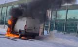 Pożar samochodu przy Kazimierza Wielkiego w Białymstoku. Pasażerowie nie wiedzieli, że płonie ich auto (zdjęcia)