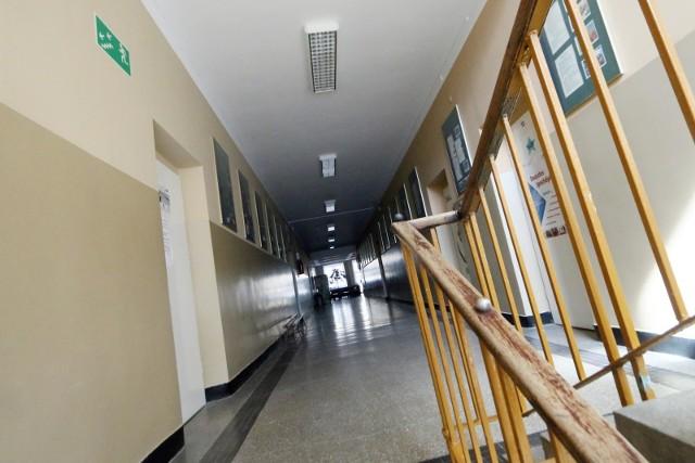 Szkoły świeca pustkami...