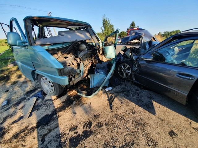 Po wypadku busa z osobówką, 21-letni kierowca stracił prawo jazdy