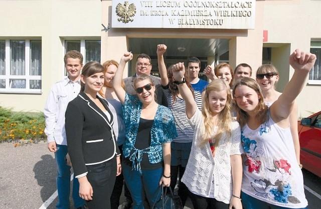 Uczniowie VIII LO zgodnie twierdzą, że ich sukces nie byłby możliwy bez pomocy opiekuna Piotra Liedke. Nauczyciel historii także został doceniony przez ośrodek KARTA – otrzymał specjalną nagrodę za pracę z laureatami konkursu.