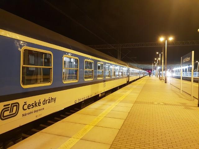 """Łódź stała się międzynarodowym węzłem kolejowym - wraz z powrotem wakacyjnego pociągu """"Wydmy"""". Co to za skład i kogo wozi? >>> Czytaj dalej na kolejnym slajdzie >>>"""