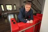 Jak mieszka detektyw Krzysztof Rutkowski? Dom Krzysztofa Rutkowskiego! Rutkowski śpi z rewolwerem i różańcem przy łóżku 2.10.2021