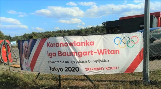 Na ogrodzeniu jednej z posesji w Koronowie rozwieszono baner dedykowany znakomitej lekkoatletce