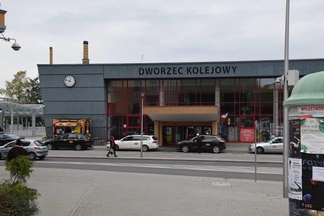 Podróż Z Zielonej Góry i innych lubuskich miejscowości jest teraz utrudniona z powodu remontów torów na trasie Czerwieńsk - Zbąszynek oraz Poznań - Warszawa. Kiedy się one zakończą?