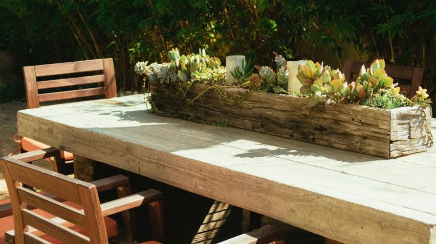 Meble ogrodowe są ważnym wyposażeniem ogródka.