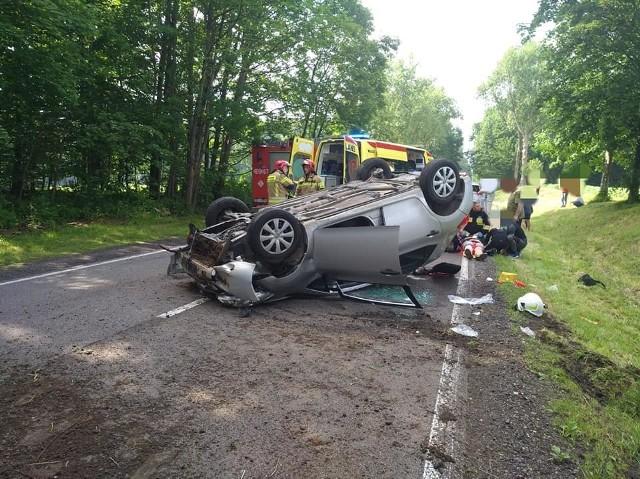 Dzisiaj (niedziela) doszło do wypadku w Objezierzu (gm. Trzebielino)  na drodze krajowej nr 21.