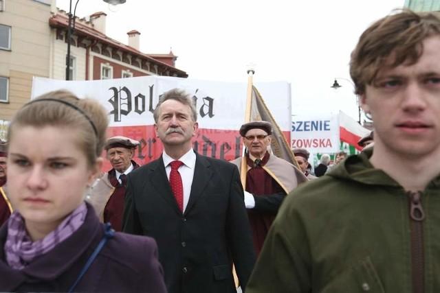 Kilka tysięcy osób manifestowało w proteście przeciwko laicyzacji państwa zorganizowanego przez senatora Kazimierza Jaworskiego.