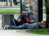 Zmęczeni pasażerowie mogą spać na przystankach!