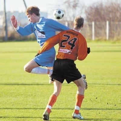 Czy niedzielny drugoligowy mecz z Freskovitą był dla Andrzeja Niewulisa (z prawej) ostatnim w barwach Wigier?