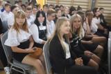 Uczniowie i nauczyciele wrócili do szkół - wczoraj uroczystości, dziś - lekcje