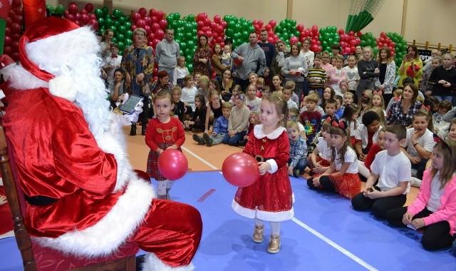 W IX Spotkaniu ze św. Mikołajem wzięło udział kilkaset dziec