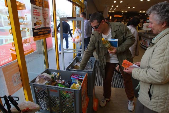 Wielkanocna Zbiórka Żywności: Pomóż potrzebującym [LISTA SKLEPÓW]