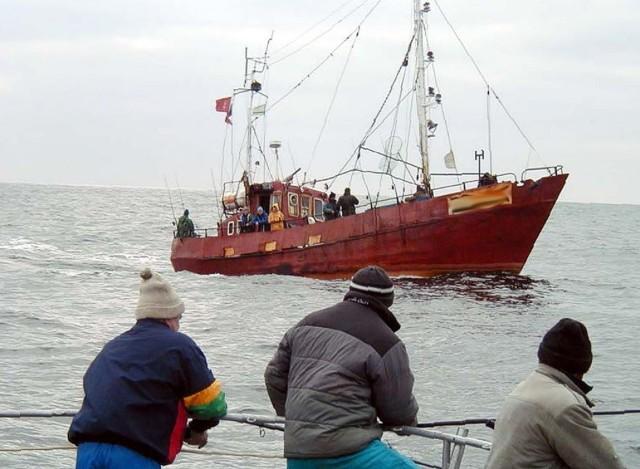 Ryb jest coraz mniej i są coraz tańsze, a eksploatacja jednostki coraz droższa. Nie pozostaje nic innego, jak zająć się np. obsługą wczasowiczów. O takim zajęciu myśli połowa z tych, którzy przerobią kuter na złom.