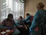 Koronawirus. W Domu Pomocy Społecznej w Niedabylu już zaszczepiono przeciw COVID-19 pensjonariuszy i personel