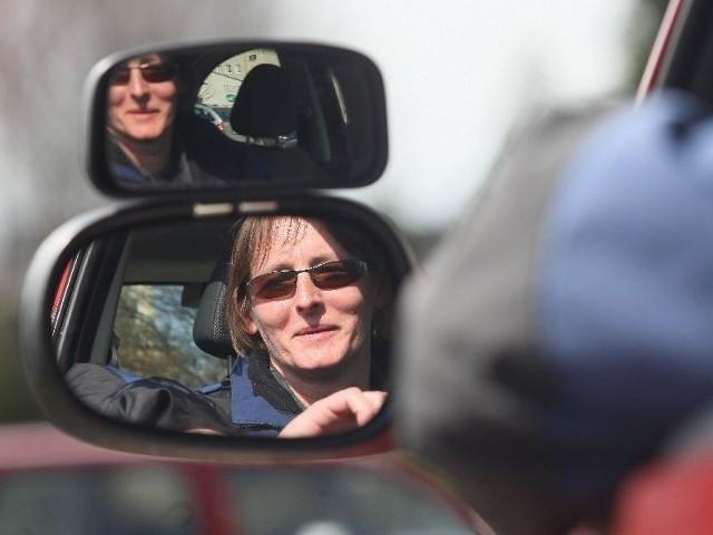 Edyta Śnioch - kielczanka, ale wyprowadziła się do gminy Górno. Instruktor terapii uzależnień oraz instruktor nauki jazdy. Samochody są jej pasją. Od kilkunastu dni prowadzi własną szkołę nauki jazdy specjalizując się w przyjmowaniu osób po wypadkach.