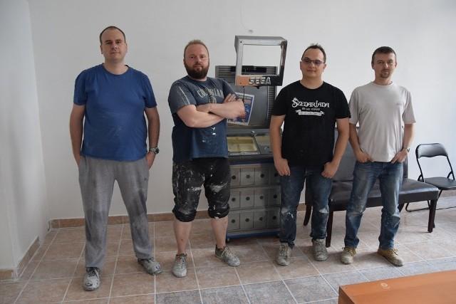 Wojciech Frabiński, Artur Ciemiega, Jakub Rzepecki i Michał Lisiecki z RetroGralni liczą, że muzeum uda się otworzyć w połowie lipca