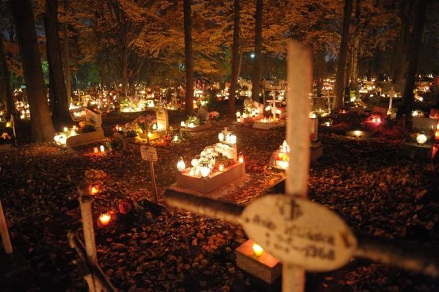 Uchwałą o nowych stawkach opłat na cmentarzach radni zajmą się za dwa tygodnie.