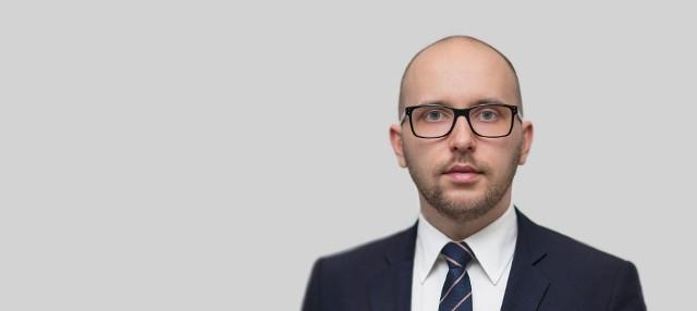 Radca prawny Piotr Miły doskonale orientuje się w realiach prawnych polskiej piłki