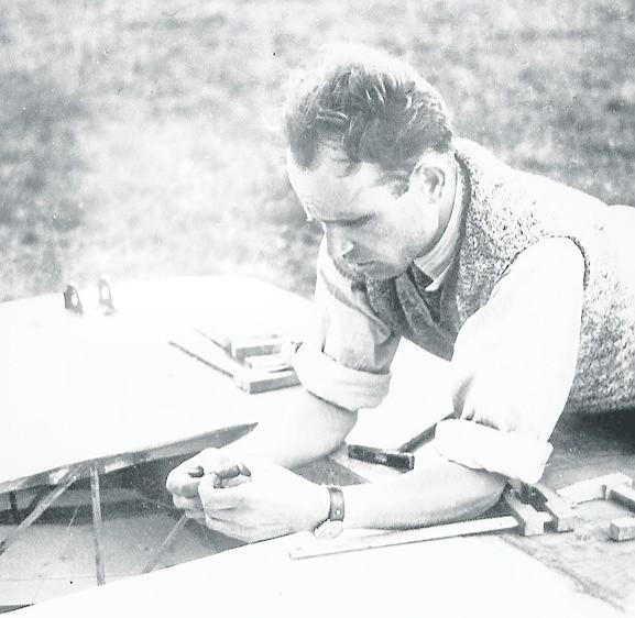 Antoni Kocjan podczas prac konstrukcyjnych
