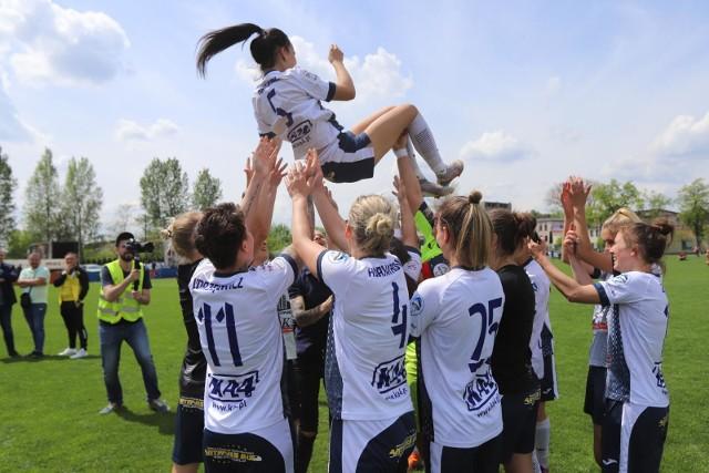 Czarne Sosnowiec pokonały Śląsk Wrocław 4:1 i są o krok od zdobycia tytułu mistrzowskiegoZobacz kolejne zdjęcia. Przesuwaj zdjęcia w prawo - naciśnij strzałkę lub przycisk NASTĘPNE