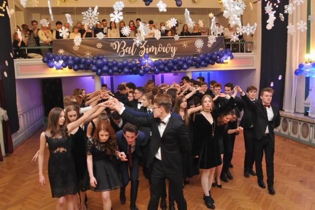 W 2021 roku nie odbędą się studniówki. Wiele poznańskich szkół chce zorganizować bale maturalne w czerwcu.