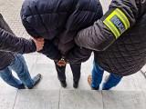 Białystok. Kurier fałszywych policjantów zatrzymany na gorącym uczynku. Został aresztowany (zdjęcia, wideo)