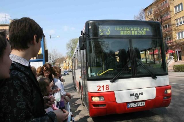 Autobusy linii E-3 po protestach jeżdżą częściej także w weekendy
