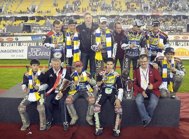 W 2010 roku Unibax jeszcze z Wiesławem Jagusiem w składzie wywalczył brąz w ekstralidze.