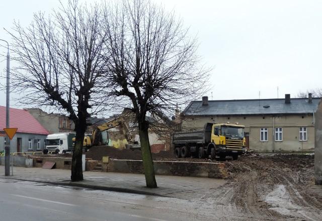 W grudniu rozebrano pozostałości spalonych kamienic. Tu ma powstać blok